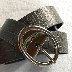 Accessories - NWOT Black Faux Leather Gray Croc Reversible Belt